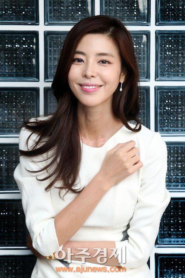 Tình đầu ít ai biết của Song Hye Kyo: CEO nhà SM nguyện cả đời bảo vệ nhưng toang, người yêu Á hậu người lấy tài tử và kết cục buồn - Ảnh 9.
