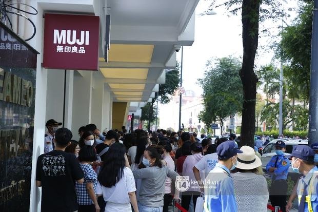 Cả Sài Gòn dập dìu đi khai trương MUJI, từ giới trẻ đến các cô các bác rộn ràng shopping - Ảnh 4.