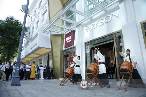 Cả Sài Gòn dập dìu đi khai trương MUJI, từ giới trẻ đến các cô các bác rộn ràng shopping - Ảnh 8.