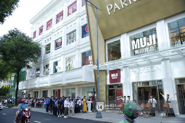 Cả Sài Gòn dập dìu đi khai trương MUJI, từ giới trẻ đến các cô các bác rộn ràng shopping - Ảnh 1.