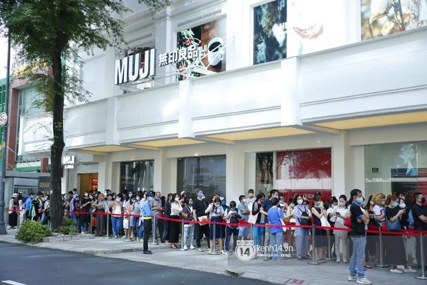 Cả Sài Gòn dập dìu đi khai trương MUJI, từ giới trẻ đến các cô các bác rộn ràng shopping - Ảnh 2.