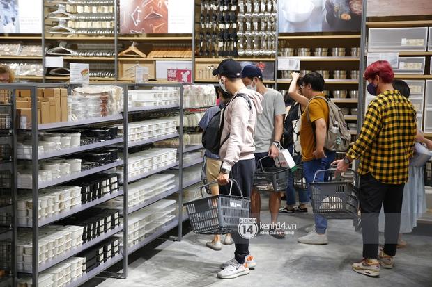Cả Sài Gòn dập dìu đi khai trương MUJI, từ giới trẻ đến các cô các bác rộn ràng shopping - Ảnh 11.