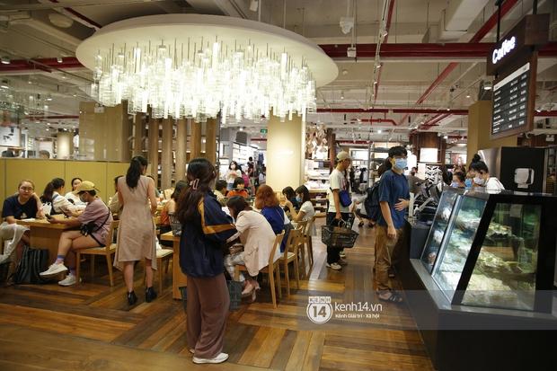Cả Sài Gòn dập dìu đi khai trương MUJI, từ giới trẻ đến các cô các bác rộn ràng shopping - Ảnh 17.