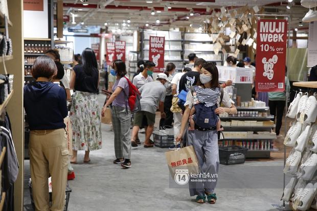 Cả Sài Gòn dập dìu đi khai trương MUJI, từ giới trẻ đến các cô các bác rộn ràng shopping - Ảnh 10.