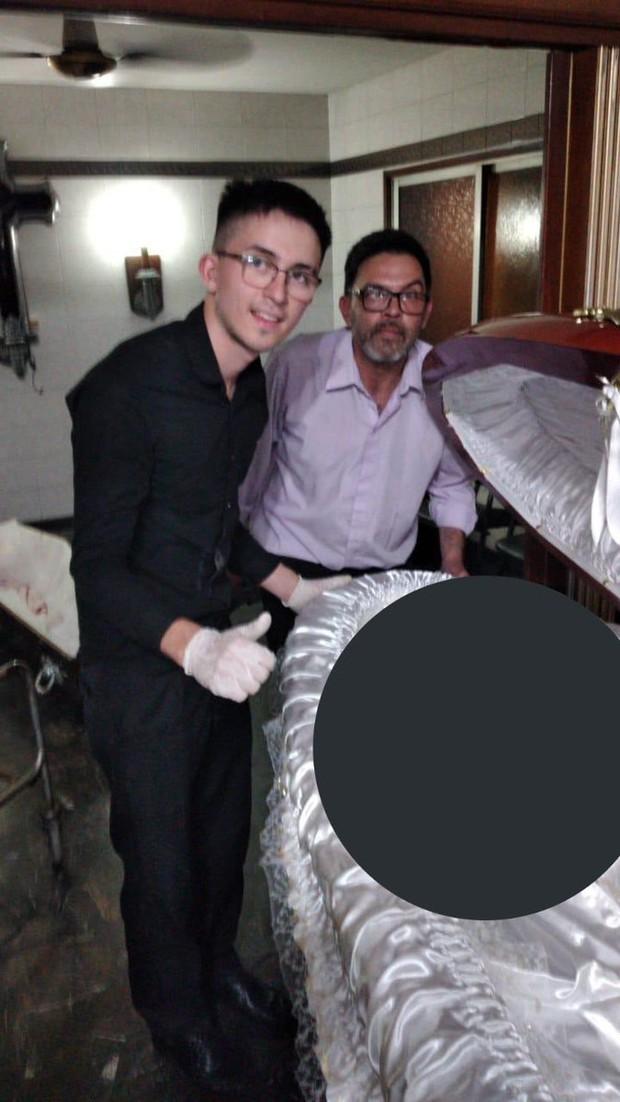 Nhân viên tang lễ gây phẫn nộ vì chụp ảnh đặt tay lên thi hài Maradona: Luật sư của Cậu bé vàng thề bắt những kẻ vô lại phải trả giá trước pháp luật - Ảnh 2.