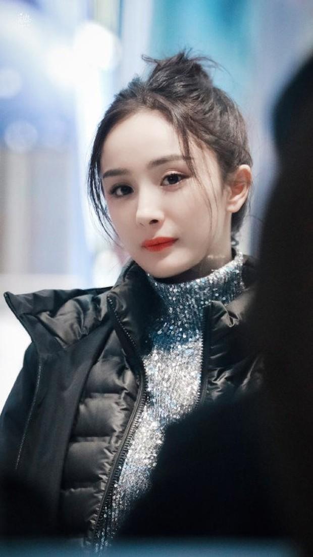 Không phải ảnh sự kiện, hình hậu trường của Dương Mịch gây bão Weibo: Ánh mắt hồ thu và chiếc mặt nạ bí ẩn khiến Cnet nức nở - Ảnh 7.