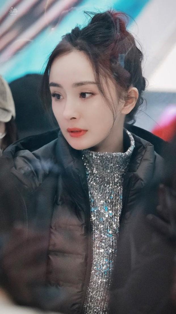 Không phải ảnh sự kiện, hình hậu trường của Dương Mịch gây bão Weibo: Ánh mắt hồ thu và chiếc mặt nạ bí ẩn khiến Cnet nức nở - Ảnh 6.