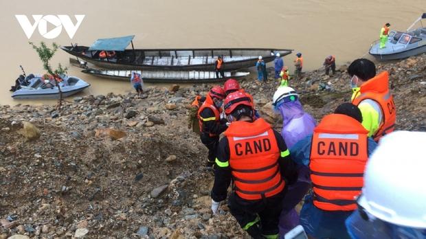 Đã huy động hơn 9.500lượt người và phương tiện tìm kiếm nạn nhân thủy điện Rào Trăng 3 - Ảnh 3.