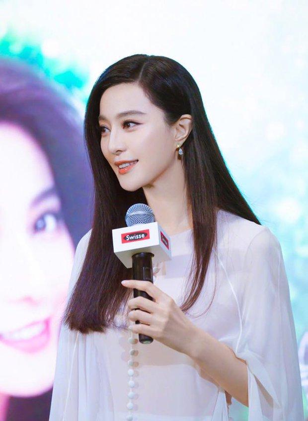 Bức ảnh bắt lú cực mạnh nhà Phạm Băng Băng: Ông em Phạm Thừa Thừa che mặt, cả Weibo nhận nhầm thành bà chị xinh đẹp - Ảnh 4.