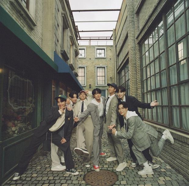 BTS không phá nổi kỷ lục bán đĩa tuần đầu của chính mình nhưng Knet vẫn khen quá đỉnh, sốc trước giá tiền và số phiên bản của album mới - Ảnh 3.