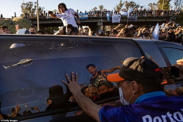 Huyền thoại Maradona về nơi an nghỉ cuối cùng - Ảnh 8.