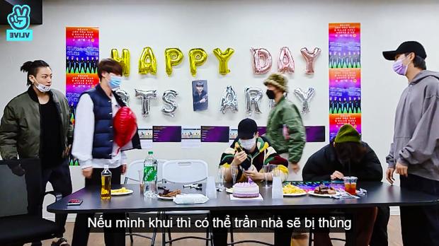 Sợ làm thủng trần, nhóm trưởng BTS nhờ Jimin mở sâm panh nhưng cái kết lại khiến dân tình cười ra nước mắt - Ảnh 3.