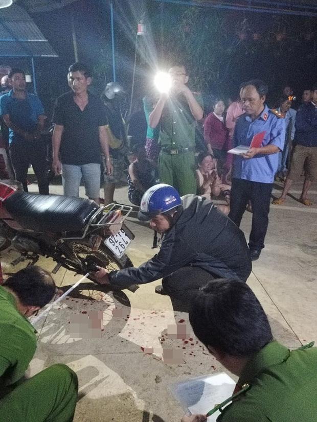 Vụ nổ súng ở Quảng Nam: Vợ bàng hoàng kể lại giây phút chồng bị hàng xóm xông vào nhà bắn chết - Ảnh 1.