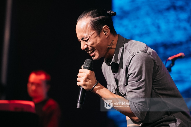 Phạm Anh Khoa thay thế cố nghệ sĩ Trần Lập làm minishow cùng nhóm Bức Tường, MC Lại Văn Sâm tiết lộ từng tham gia một ban nhạc - Ảnh 12.