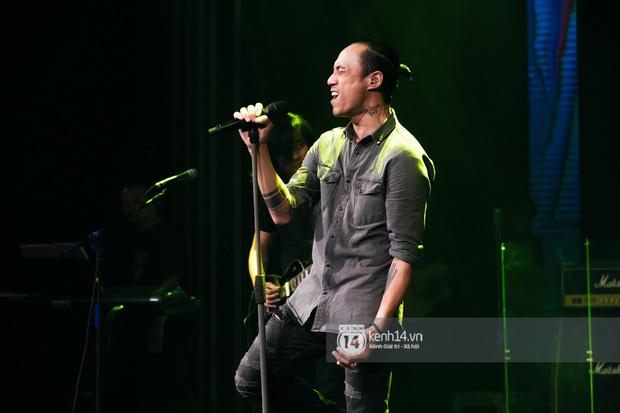 Phạm Anh Khoa thay thế cố nghệ sĩ Trần Lập làm minishow cùng nhóm Bức Tường, MC Lại Văn Sâm tiết lộ từng tham gia một ban nhạc - Ảnh 13.