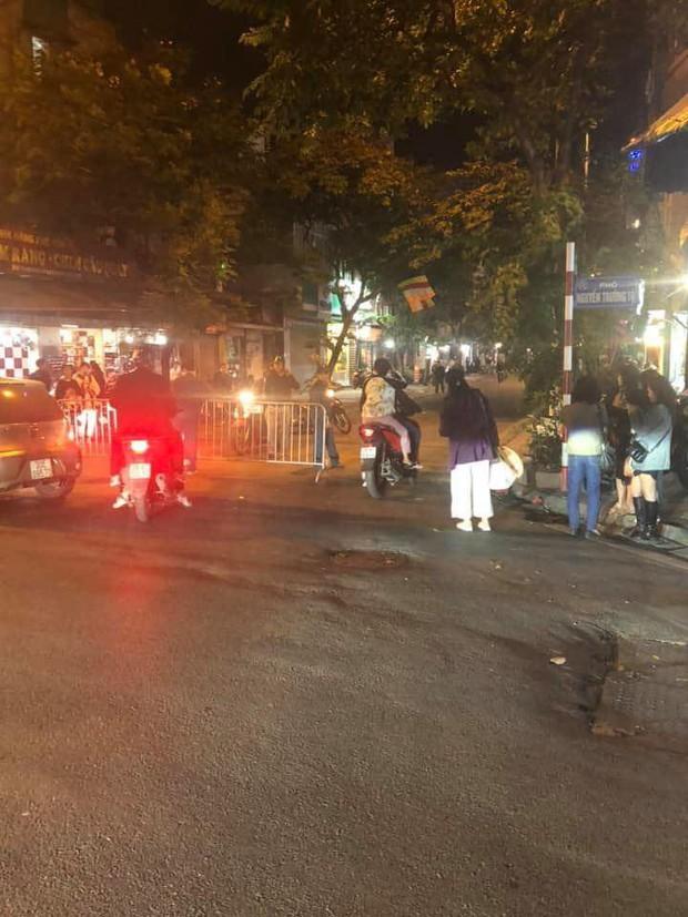 Hà Nội: Thi công móng phát hiện quả bom chưa nổ, lực lượng chức năng phong toả khu phố - Ảnh 2.