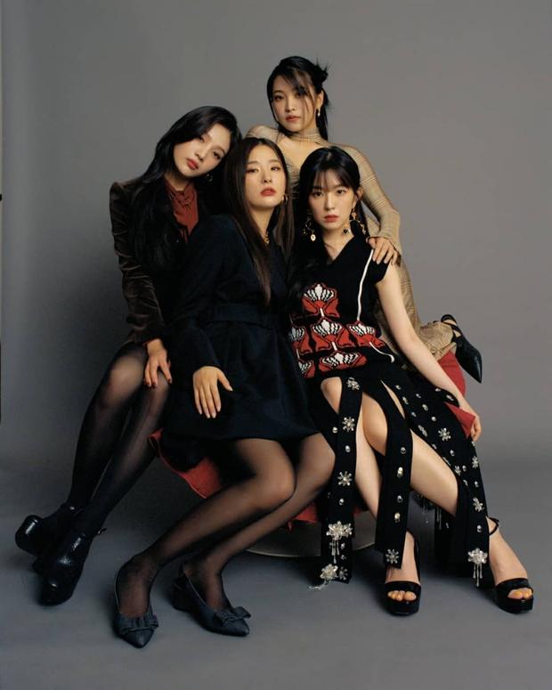 Chuẩn bị comeback, Red Velvet dát đầy hàng hiệu lên người, bất ngờ là thương hiệu trang phục của Irene - Ảnh 3.