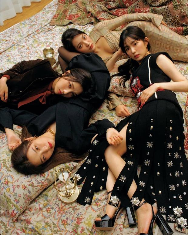 Chuẩn bị comeback, Red Velvet dát đầy hàng hiệu lên người, bất ngờ là thương hiệu trang phục của Irene - Ảnh 1.