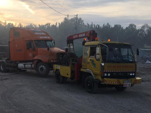 TP.HCM: Gara và bãi xe bốc cháy khủng khiếp, nhiều ô tô bị thiêu rụi  - Ảnh 2.
