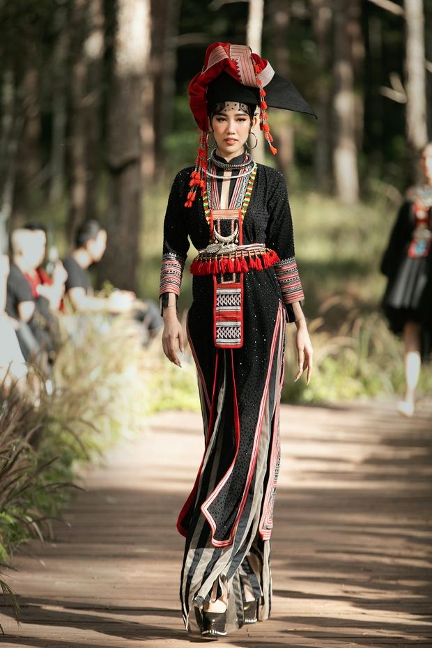 Sự kiện đặc biệt giữa rừng: Con gái Đoan Trang xuất thần, Hoàng Thuỳ chìm trong váy khủng, thí sinh Miss Tourism bức tử vòng 1 - Ảnh 6.