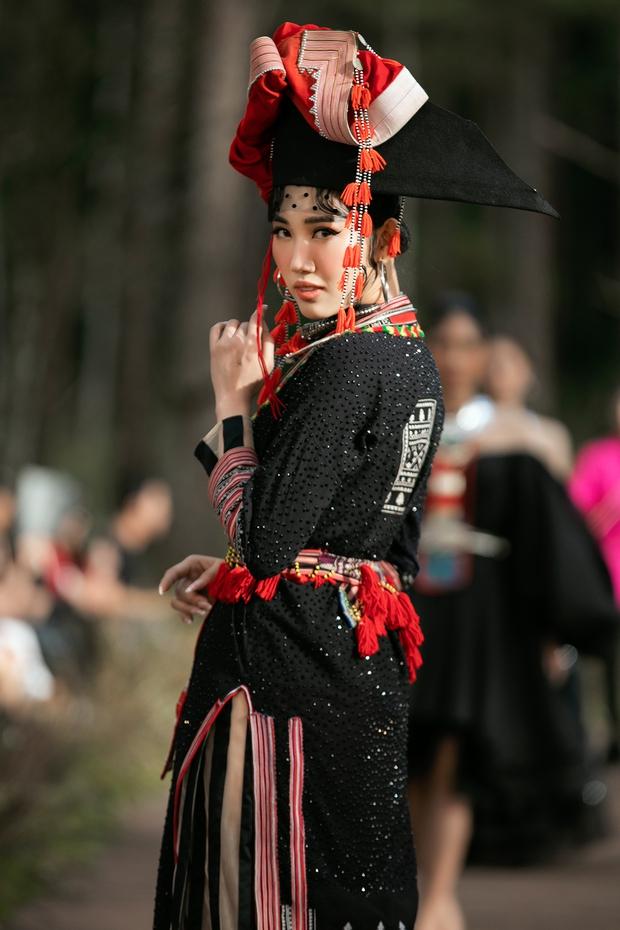 Sự kiện đặc biệt giữa rừng: Con gái Đoan Trang xuất thần, Hoàng Thuỳ chìm trong váy khủng, thí sinh Miss Tourism bức tử vòng 1 - Ảnh 5.