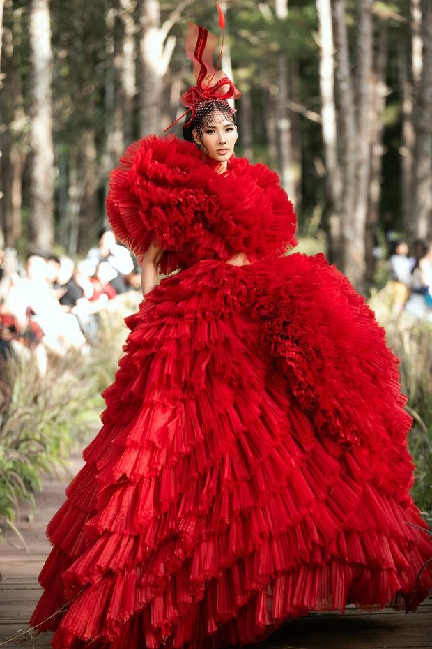 Sự kiện đặc biệt giữa rừng: Con gái Đoan Trang xuất thần, Hoàng Thuỳ chìm trong váy khủng, thí sinh Miss Tourism bức tử vòng 1 - Ảnh 4.