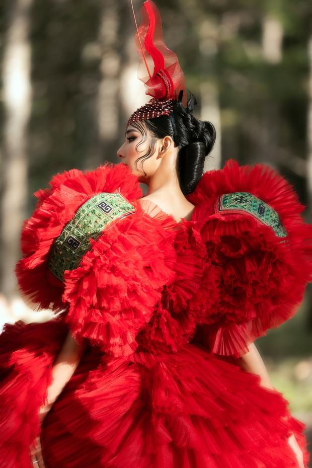 Sự kiện đặc biệt giữa rừng: Con gái Đoan Trang xuất thần, Hoàng Thuỳ chìm trong váy khủng, thí sinh Miss Tourism bức tử vòng 1 - Ảnh 3.