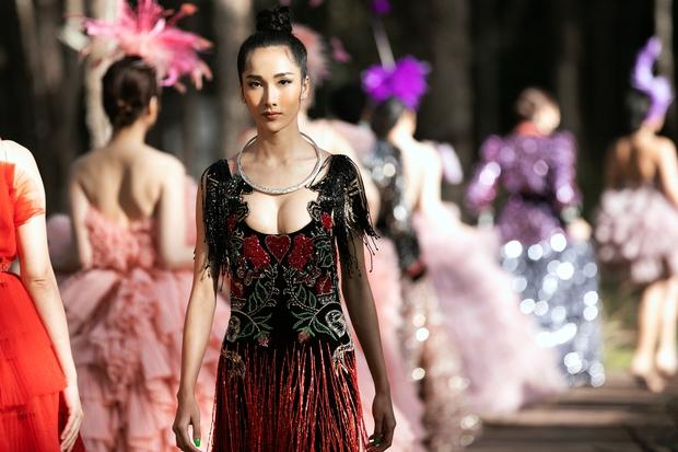 Sự kiện đặc biệt giữa rừng: Con gái Đoan Trang xuất thần, Hoàng Thuỳ chìm trong váy khủng, thí sinh Miss Tourism bức tử vòng 1 - Ảnh 7.