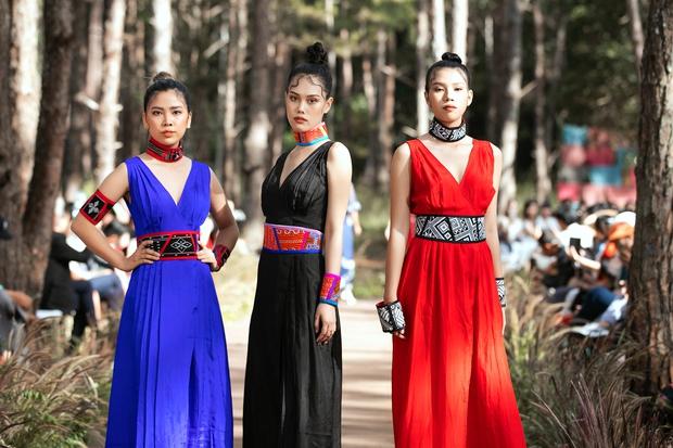 Sự kiện đặc biệt giữa rừng: Con gái Đoan Trang xuất thần, Hoàng Thuỳ chìm trong váy khủng, thí sinh Miss Tourism bức tử vòng 1 - Ảnh 10.
