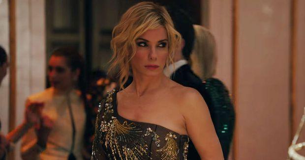 """Ra mà xem gái xinh Hollywood săn sale Black Friday trên phim: Từ vật nhau vỡ trán đến lươn lẹo """"chốt deal"""" 0 đồng - Ảnh 6."""