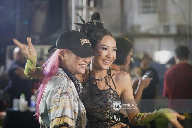 Kimmese bất ngờ đến thăm Suboi tại hậu trường đêm nhạc, 2 Queen of Rap cùng nhau quẩy Tèn Tèn Girls đáng yêu quá! - Ảnh 9.