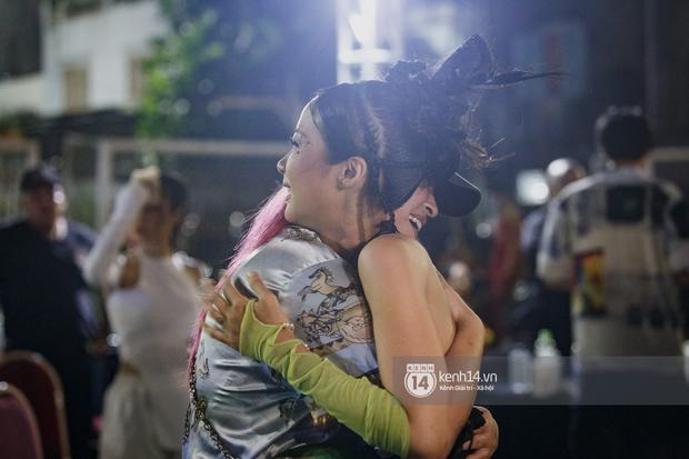 Kimmese bất ngờ đến thăm Suboi tại hậu trường đêm nhạc, 2 Queen of Rap cùng nhau quẩy Tèn Tèn Girls đáng yêu quá! - Ảnh 6.