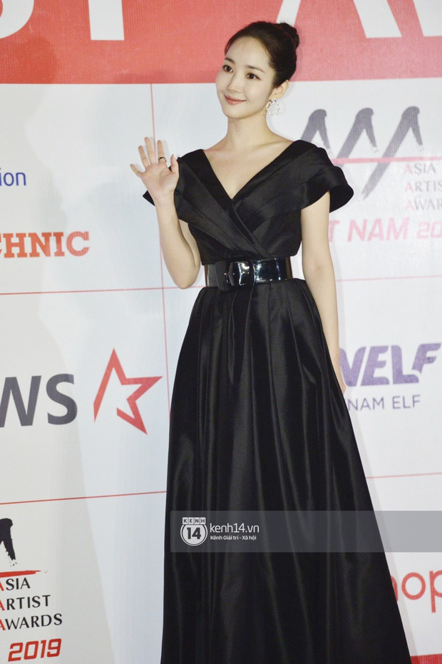 """Năm ngoái quân đoàn sao Hàn khuynh đảo thảm đỏ AAA ở Việt Nam: Yoona - Park Min Young đẹp xỉu, Ji Chang Wook, Red Velvet và dàn idol """"bùng nổ"""" - Ảnh 3."""