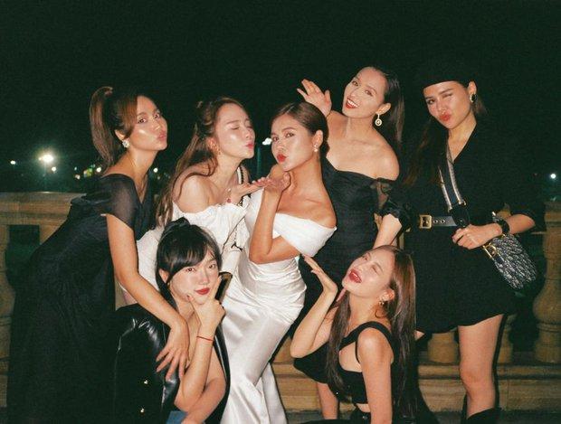 MC Thu Hoài tung trọn bộ ảnh trong tiệc mời cưới: Cô dâu đầy gợi cảm, ai dè Lã Thanh Huyền - Quỳnh Nga nóng bỏng chiếm spotlight - Ảnh 3.