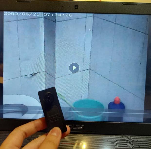 Nam thanh niên đặt camera siêu nhỏ trong nhà vệ sinh, quay lén đồng nghiệp nữ: Thủ phạm định mua về quay trộm cho vui - Ảnh 1.