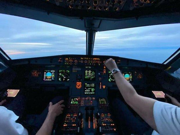 Dân mạng phát sốt vì anh phi công soái ca phải bỏ nghề qua làm shipper: Vậy mới thấy 2020 là một năm toang như thế nào - Ảnh 3.