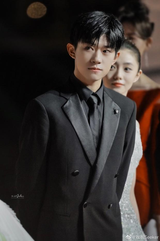 Thảm đỏ khủng nhất Cbiz hôm nay: Quan Hiểu Đồng chặt chém đàn chị, Huỳnh Hiểu Minh xuống sắc bên loạt nam thần trẻ tuổi - Ảnh 21.