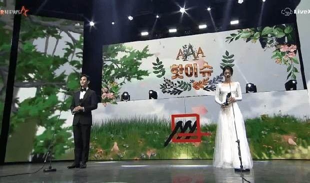 Kim Soo Hyun - Seo Ye Ji xúng xính như cô dâu chú rể lên nhận giải AAA 2020 - Ảnh 3.