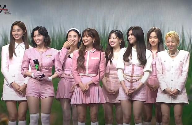 Netizen gọi AAA 2020 là giải thưởng trò hề của năm, BLACKPINK, BTS hụt Daesang quan trọng về tay TWICE quá là sai! - Ảnh 10.