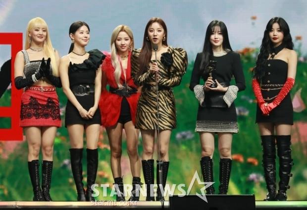 Netizen gọi AAA 2020 là giải thưởng trò hề của năm, BLACKPINK, BTS hụt Daesang quan trọng về tay TWICE quá là sai! - Ảnh 3.