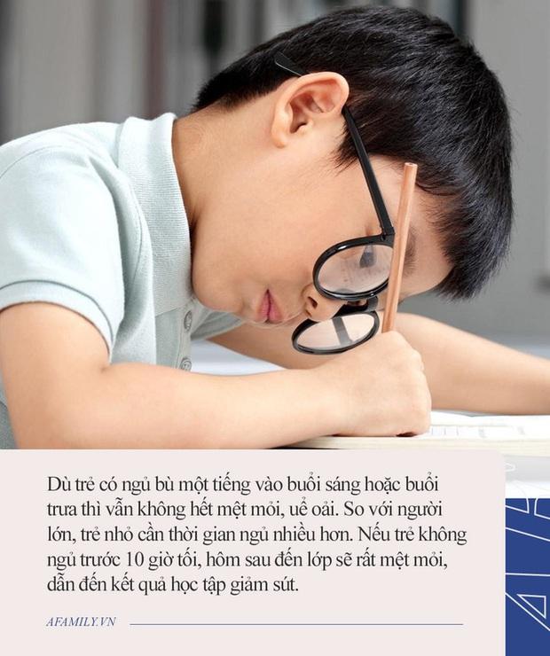 Con trai tối nào cũng học bài đến khuya nhưng vẫn kém, bố và cô giáo ngồi trao đổi với nhau, nói chuyện 1 hồi thì ra tại bố! - Ảnh 2.
