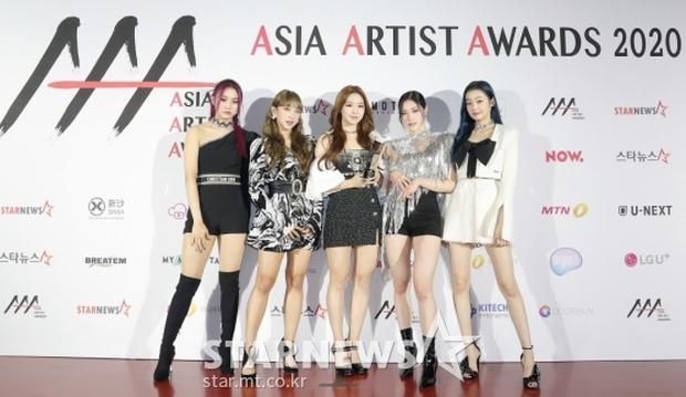 Siêu thảm đỏ AAA 2020: Seo Ye Ji - Kim Soo Hyun visual cực phẩm, tiểu tam Han So Hee xinh như công chúa, dàn idol bùng nổ nhan sắc - Ảnh 19.
