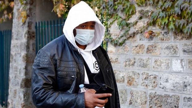 Pháp bắt giữ 4 cảnh sát đánh đập người da màu - Ảnh 1.