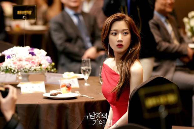 Moon Ga Young - Nữ chính True Beauty: Xuất thân danh giá, nhan sắc đỉnh cao lại được cả hội nam thần EXO cưng như trứng - Ảnh 1.