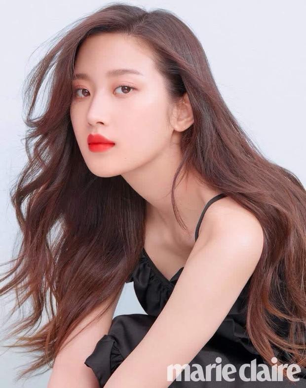 Moon Ga Young - Nữ chính True Beauty: Xuất thân danh giá, nhan sắc đỉnh cao lại được cả hội nam thần EXO cưng như trứng - Ảnh 2.