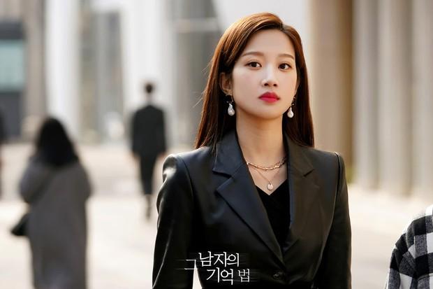 Moon Ga Young - Nữ chính True Beauty: Xuất thân danh giá, nhan sắc đỉnh cao lại được cả hội nam thần EXO cưng như trứng - Ảnh 16.