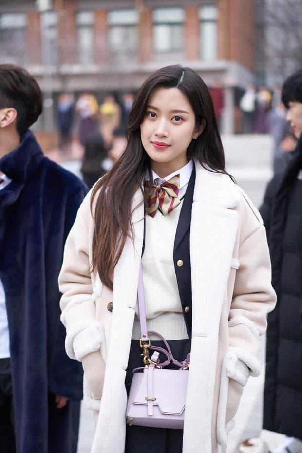 Moon Ga Young - Nữ chính True Beauty: Xuất thân danh giá, nhan sắc đỉnh cao lại được cả hội nam thần EXO cưng như trứng - Ảnh 14.