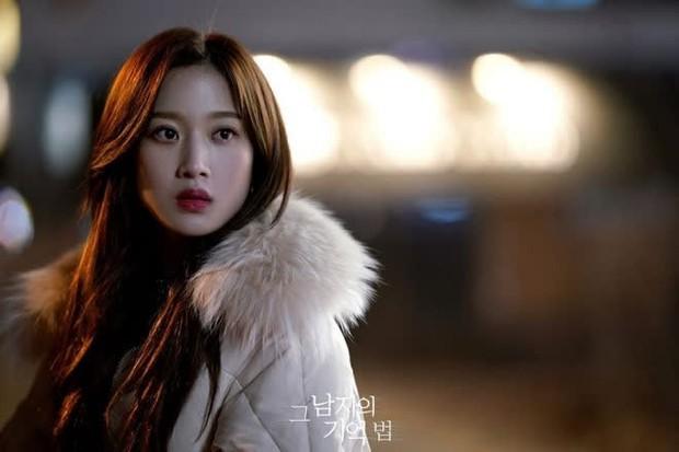 Moon Ga Young - Nữ chính True Beauty: Xuất thân danh giá, nhan sắc đỉnh cao lại được cả hội nam thần EXO cưng như trứng - Ảnh 28.