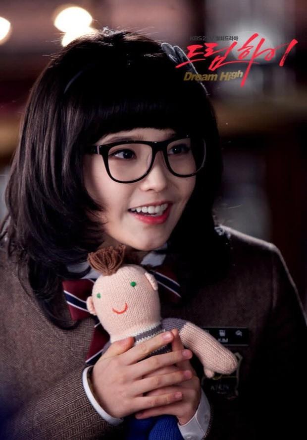 """6 màn """"vịt hoá thiên nga"""" ngoạn mục ở phim Hàn: IU, Moon Ga Young chưa sốc bằng ác nữ Penthouse - Ảnh 4."""