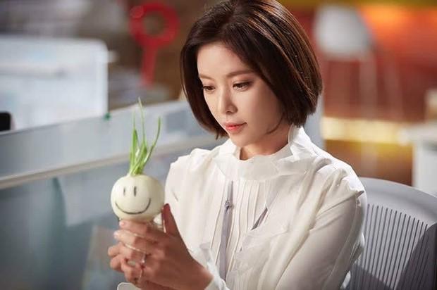 """6 màn """"vịt hoá thiên nga"""" ngoạn mục ở phim Hàn: IU, Moon Ga Young chưa sốc bằng ác nữ Penthouse - Ảnh 24."""